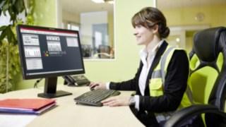 Marie-Luise Wolf von SMP nutz die Linde connect Software für das Flottenmanagement